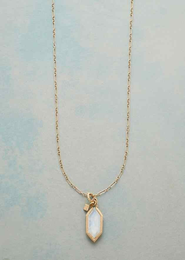 ELEGANT MOONSTONE NECKLACE