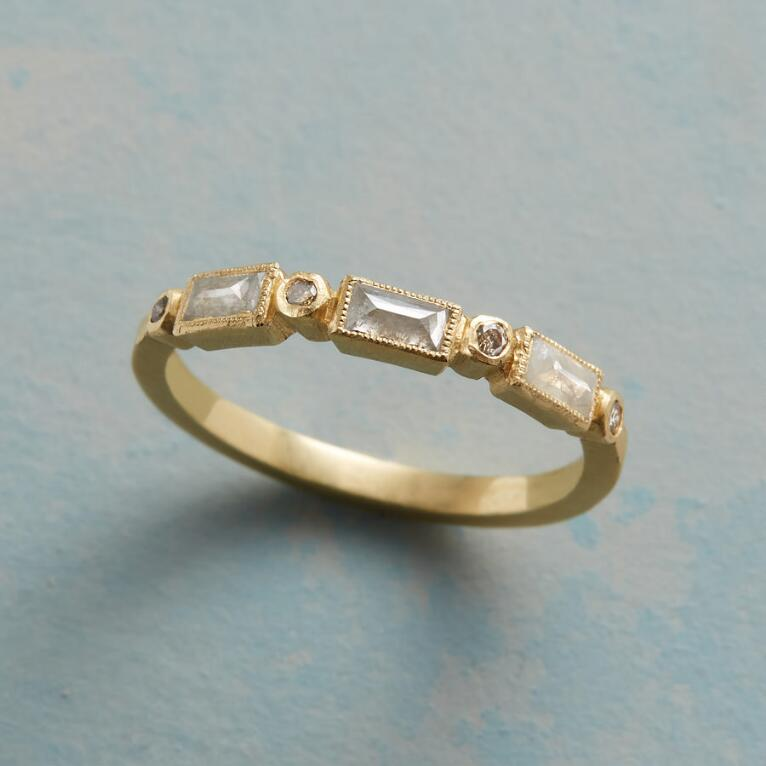 SUBTLETIES DIAMOND RING
