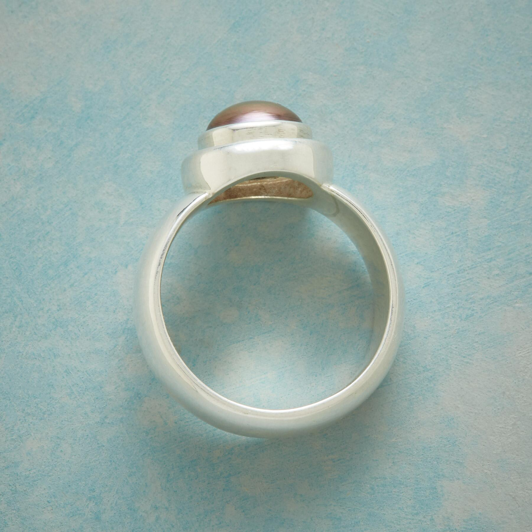 RESONANCE PEARL RING: View 2
