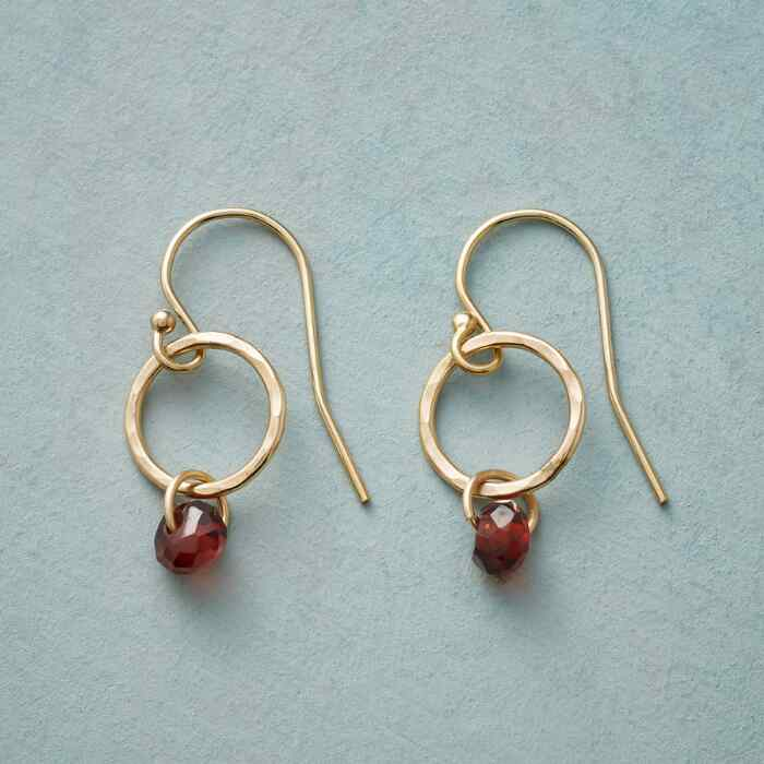 GARNET AURORA EARRINGS