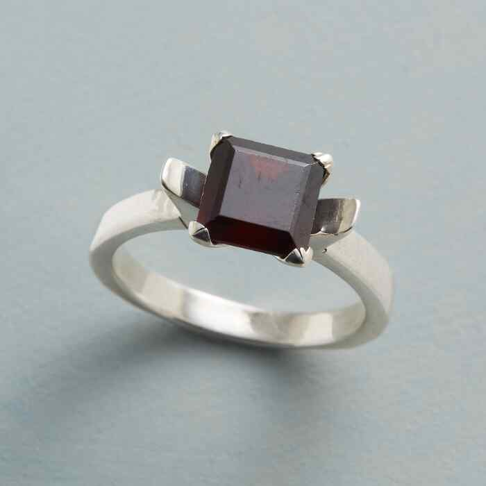 ROMANTIC GARNET RING