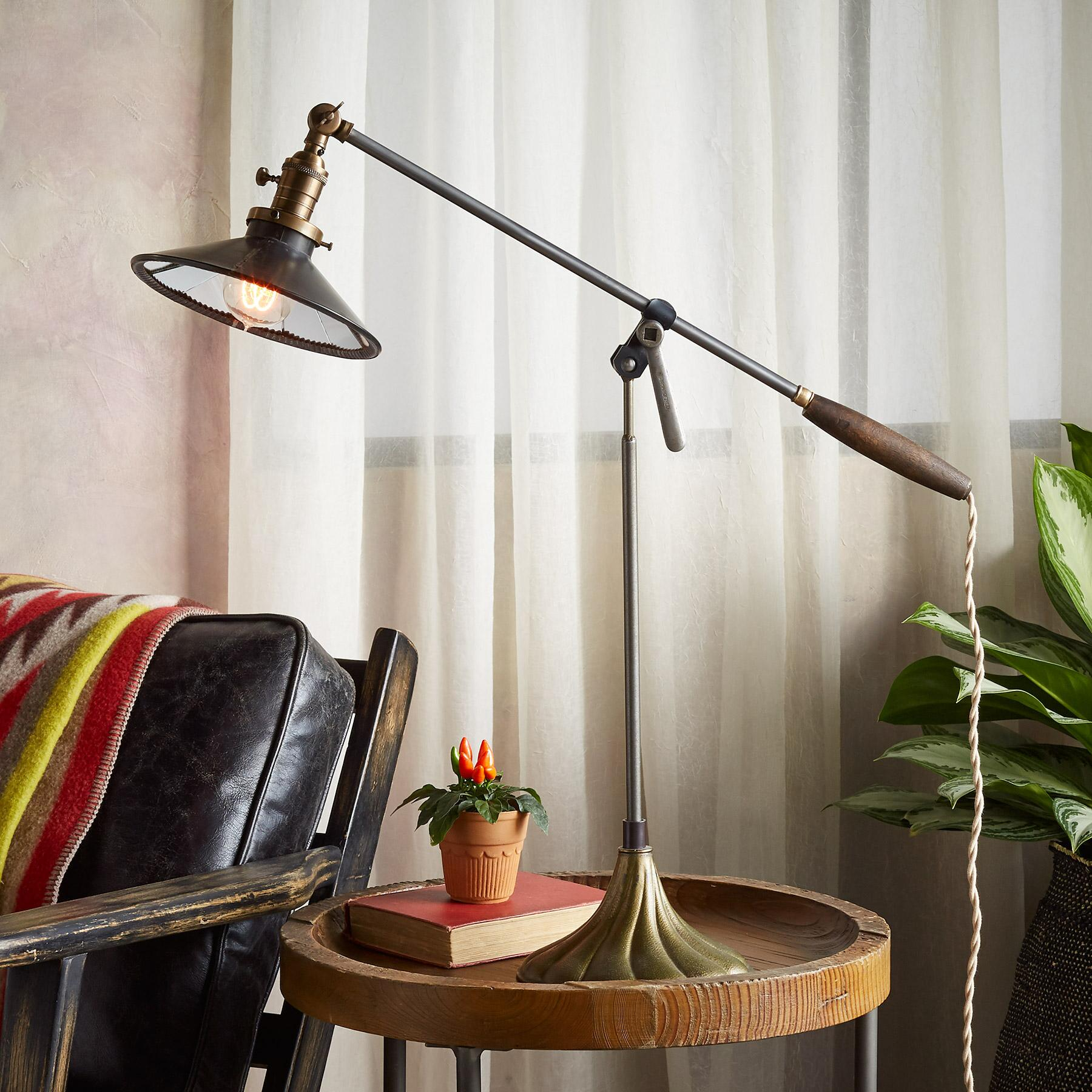 SOUTH FORK TABLE LAMP: View 1