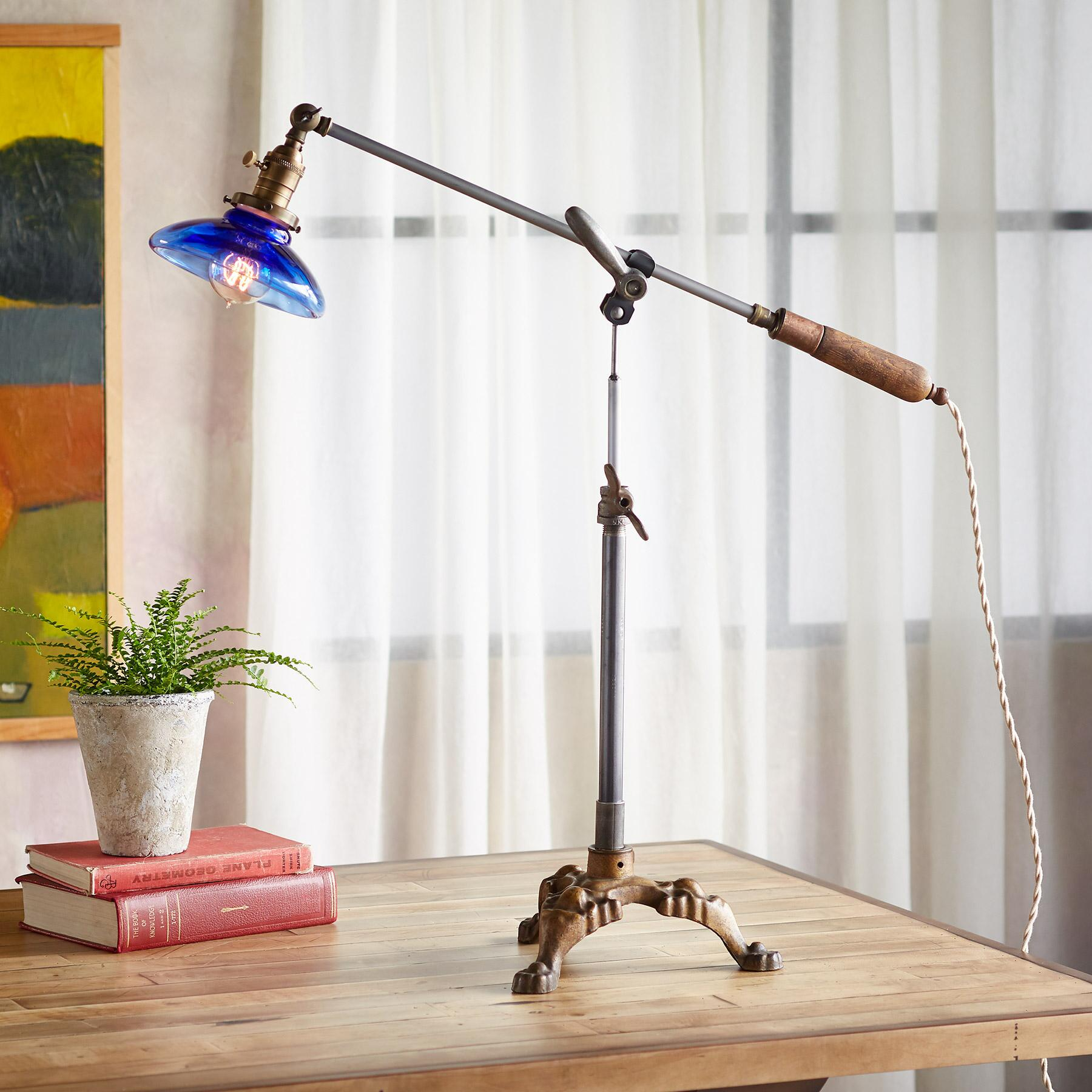 MANCOS TABLE LAMP: View 1