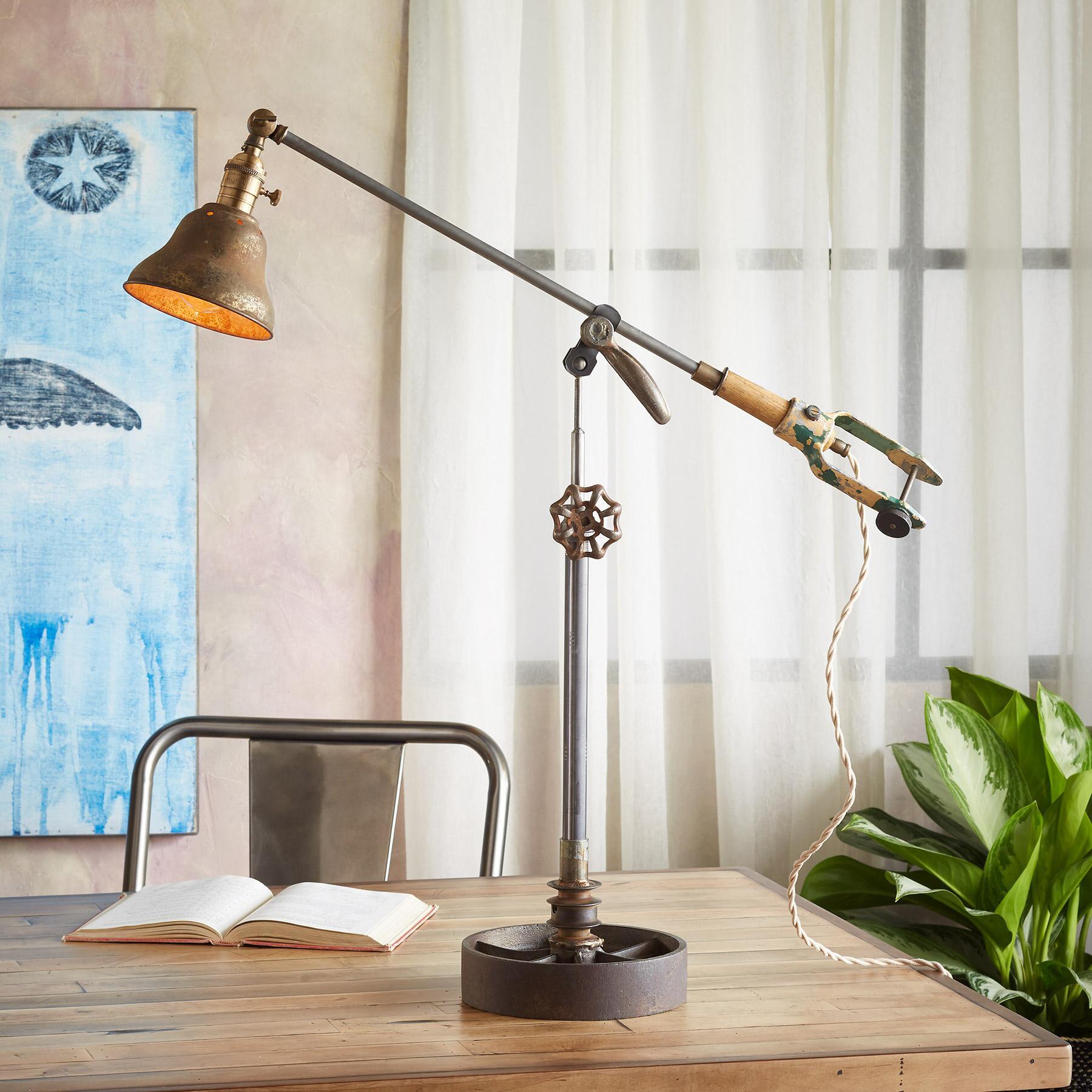 ANIMAS TABLE LAMP: View 1