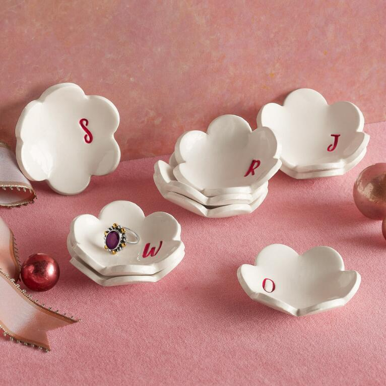 PERSONALIZED PETAL DISHES