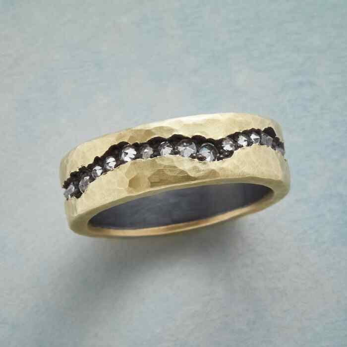 DIAMOND CHASM RING