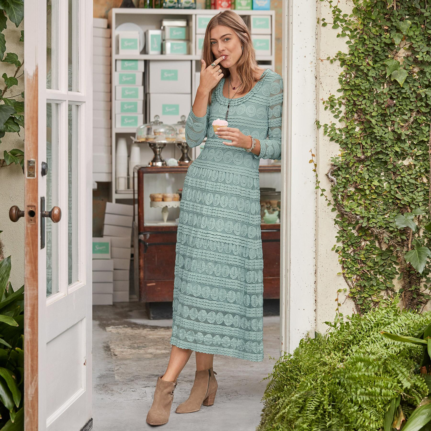 WILLOW LACE DRESS - PETITES: View 1