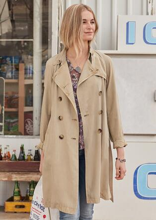 PURPOSEFUL TRAVEL COAT - PETITES