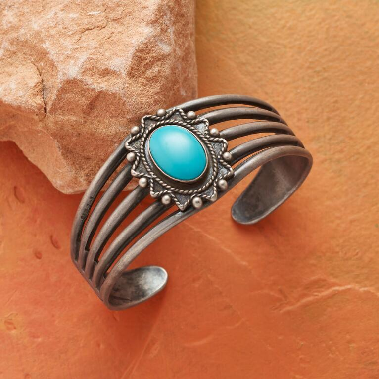 1960S TURQUOISE FLOWER CUFF