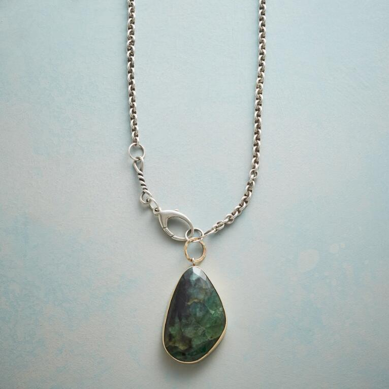 ELOQUENT EMERALD NECKLACE