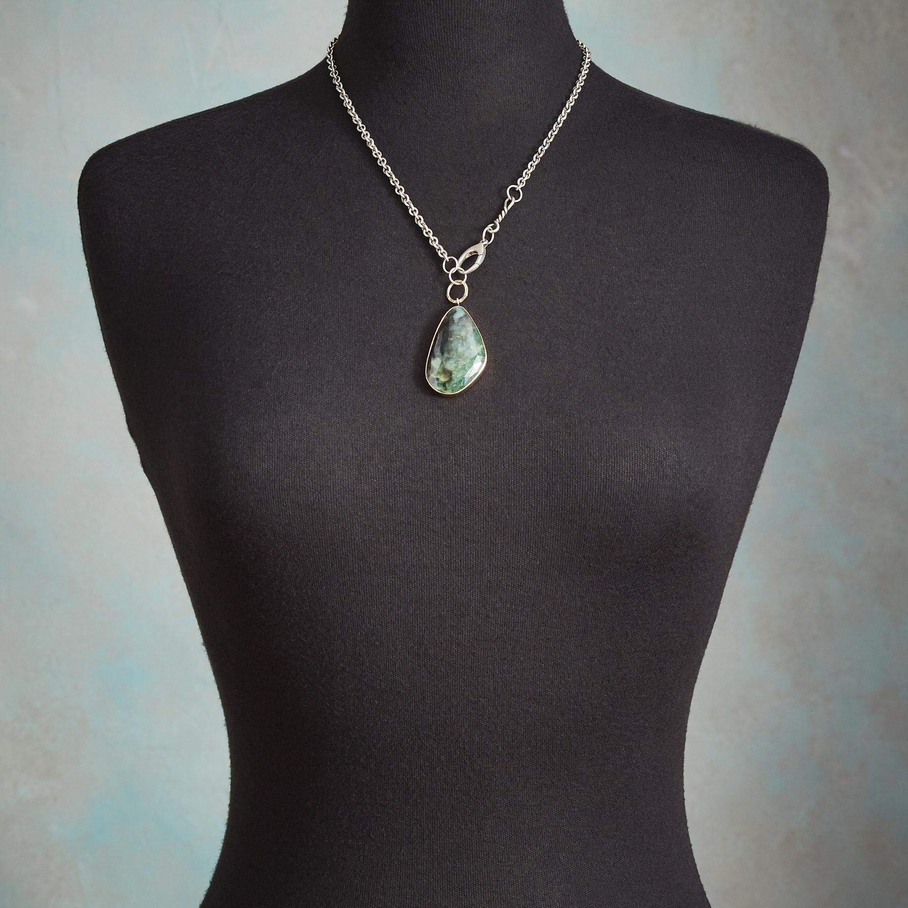 ELOQUENT EMERALD NECKLACE: View 3