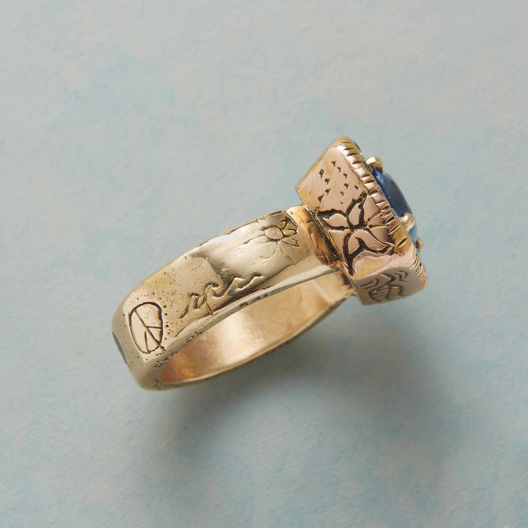 HER MAJESTY'S SAPPHIRE RING: View 5