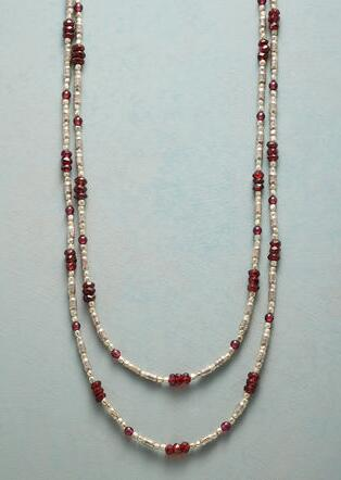 GLEAMING GARNET NECKLACE