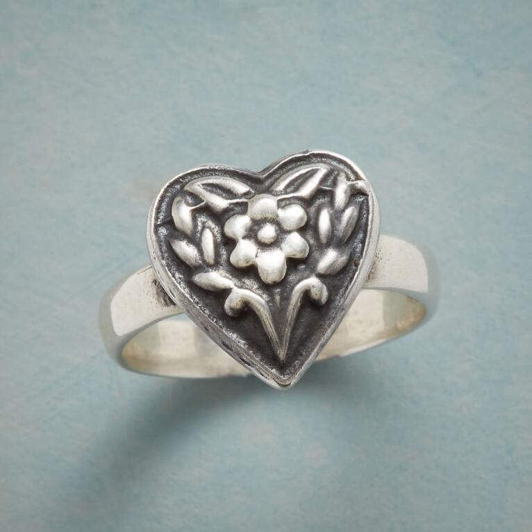 FOLKLORIC HEART RING