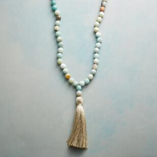 LAKESHORE PEBBLES NECKLACE