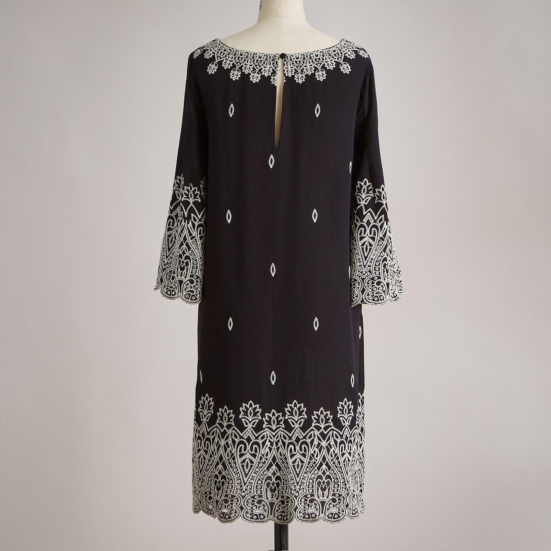 PALACE EYELET DRESS: View 3