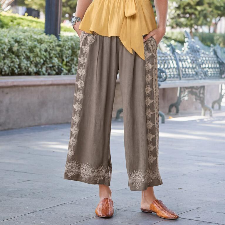 MEDALLION CROPPED PANTS