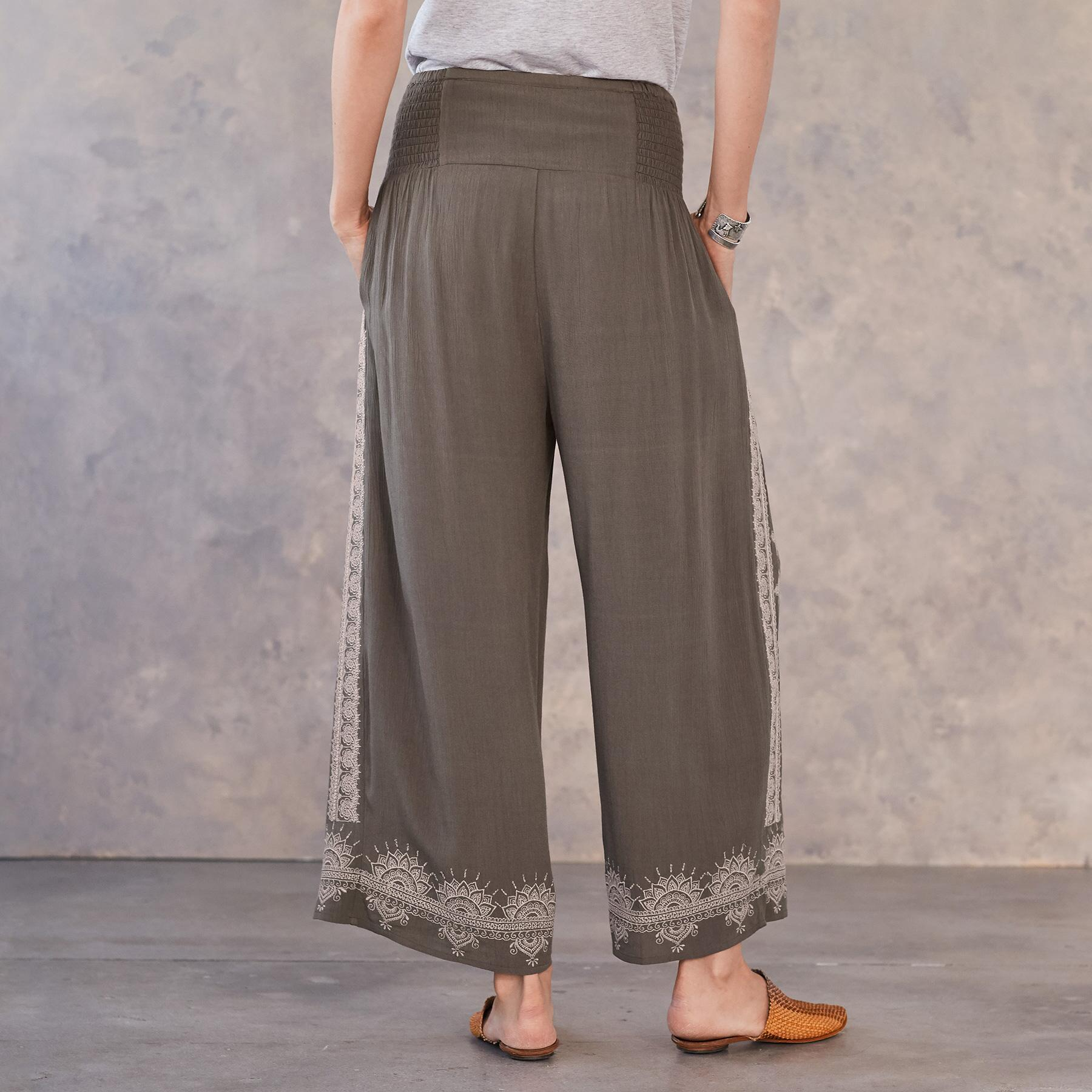 MEDALLION CROPPED PANTS: View 3