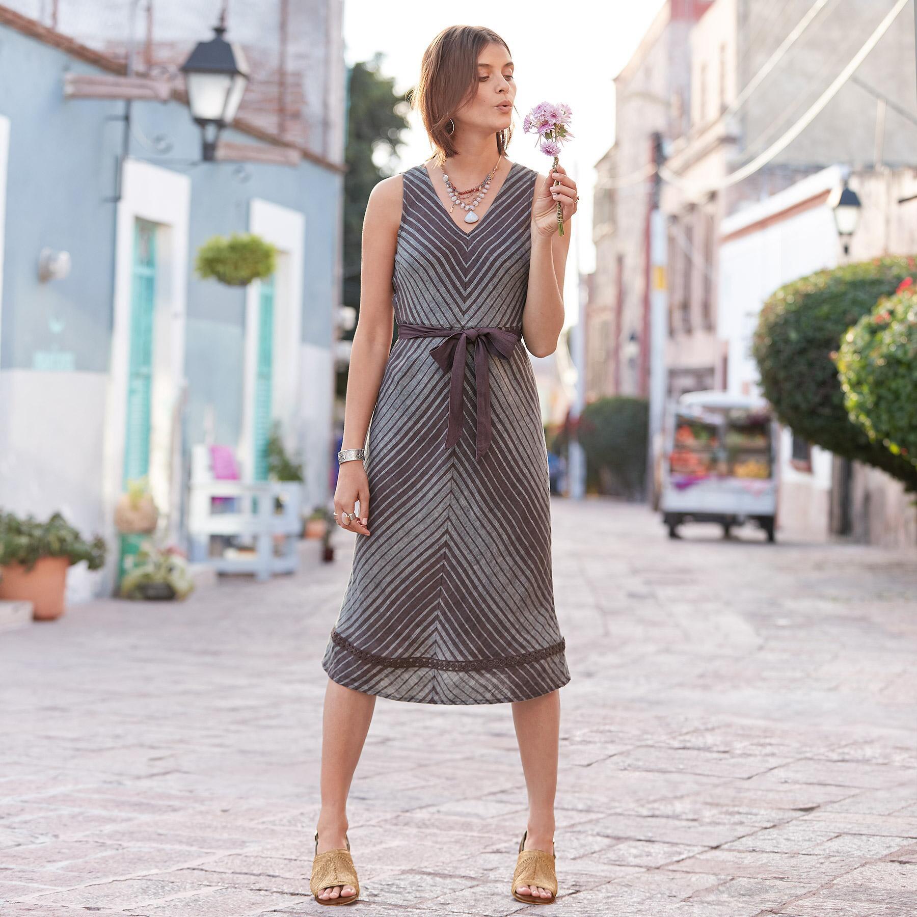 ALLENDE DRESS PETITE: View 1