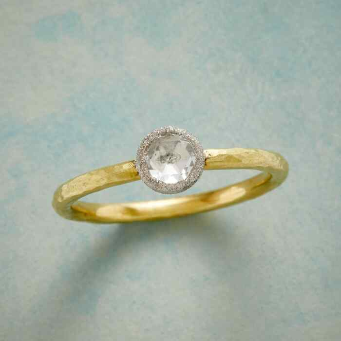FROSTY DIAMOND RING