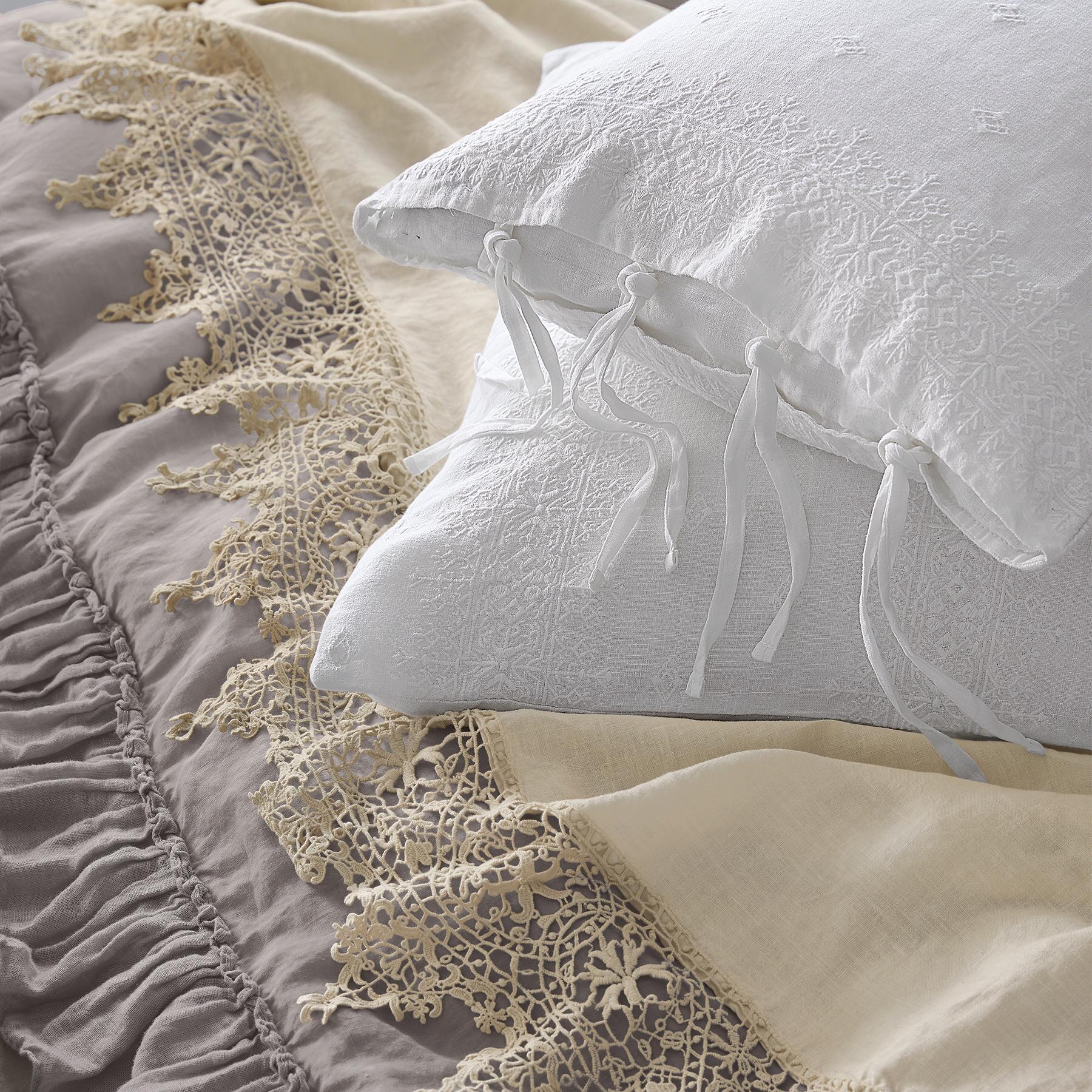 Gossamer Linen Lace Flat Sheet: View 3