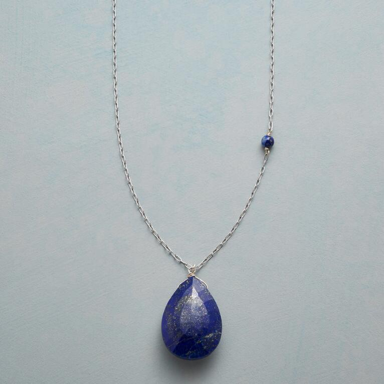 LOVELY TEARDROP NECKLACE
