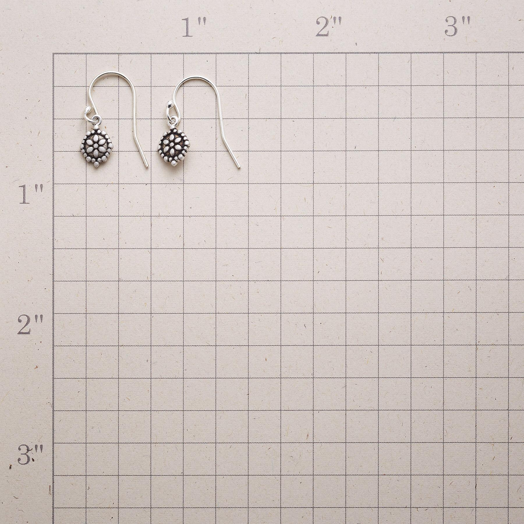 SILVER DAISY EARRINGS: View 2