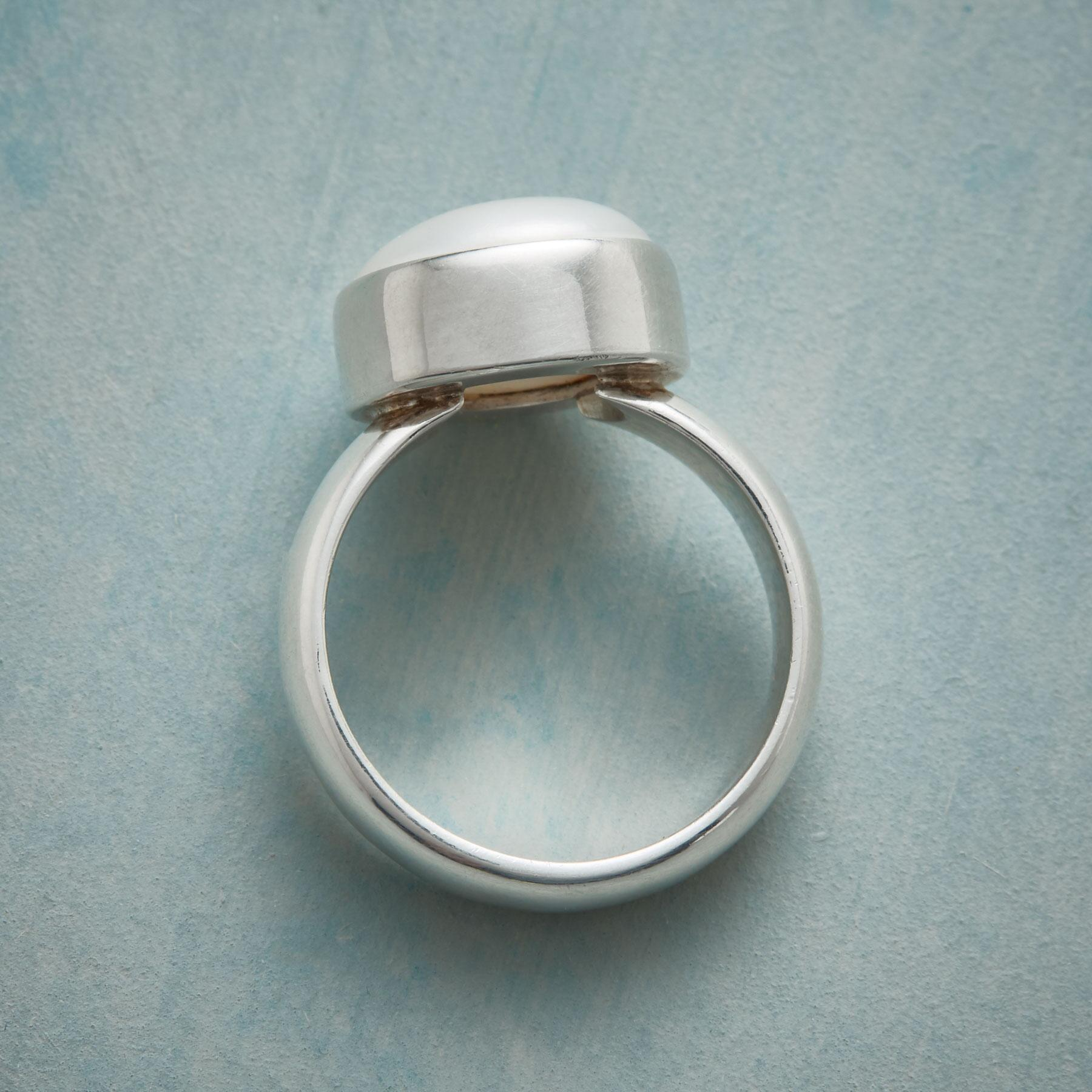 PEARL PILLOW RING: View 2
