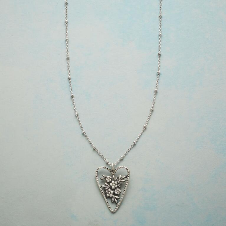 HEART BOUQUET NECKLACE