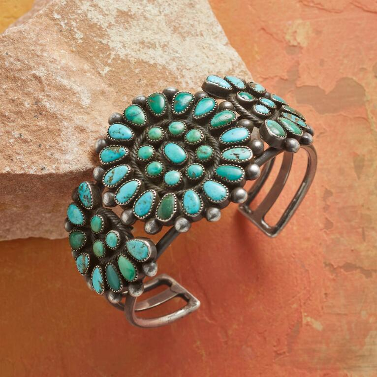 1940S FLOWERING TURQUOISE CUFF
