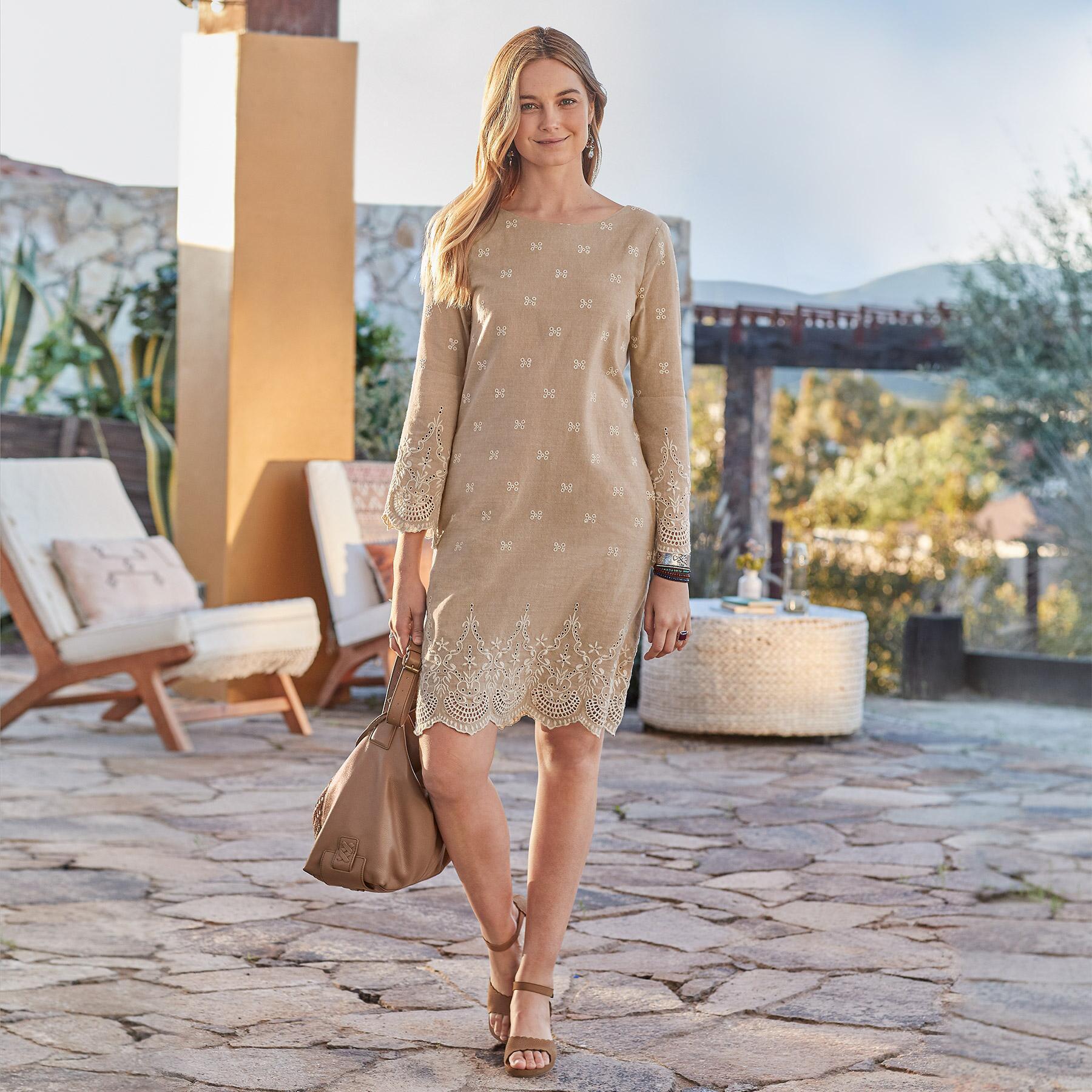 ROYAL BEAUTY DRESS PETITE: View 1