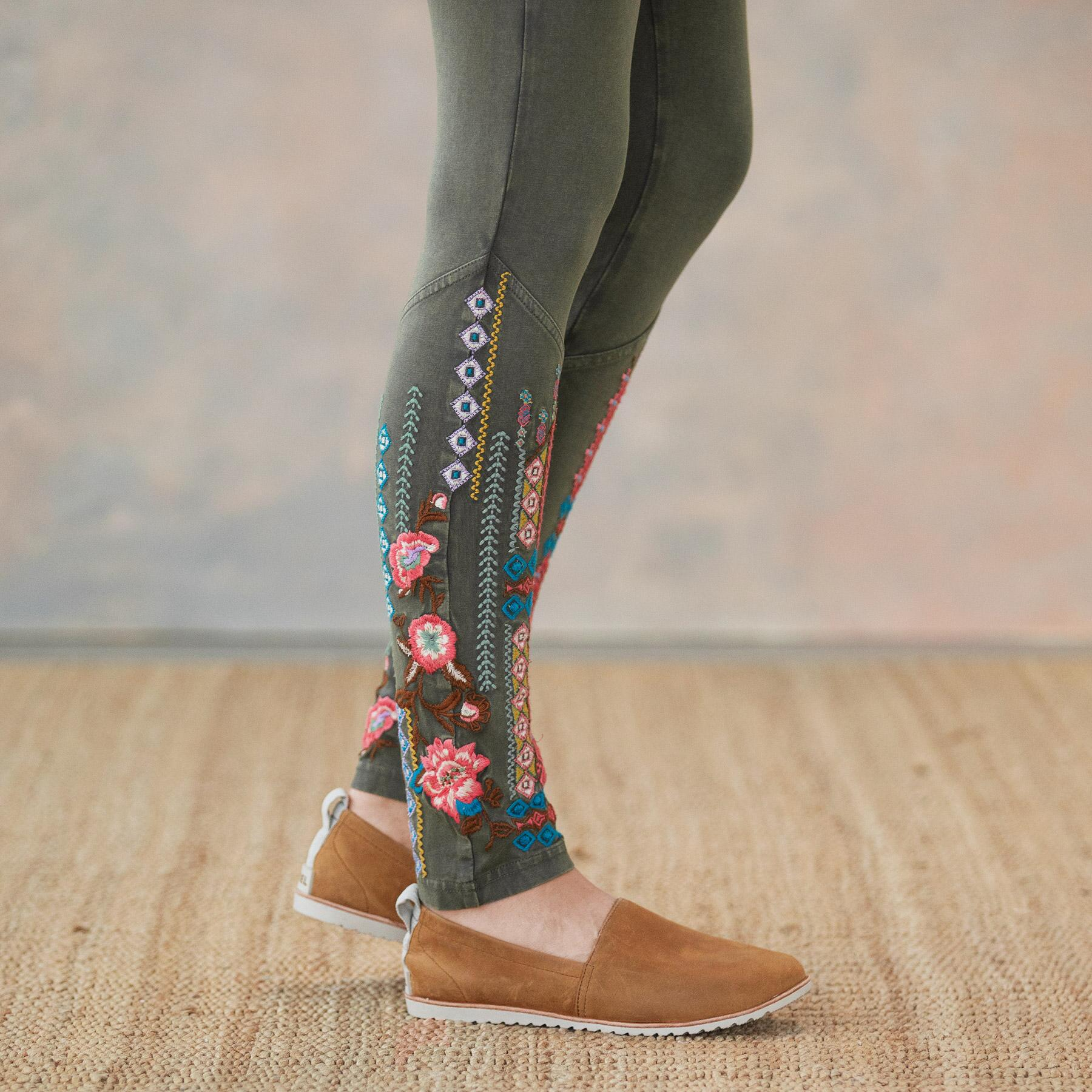 ARTIST LEGGING: View 4