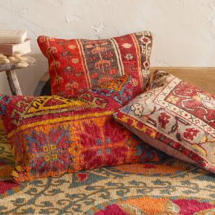 VINTAGE ALANYA HAND-KNOTTED PILLOW