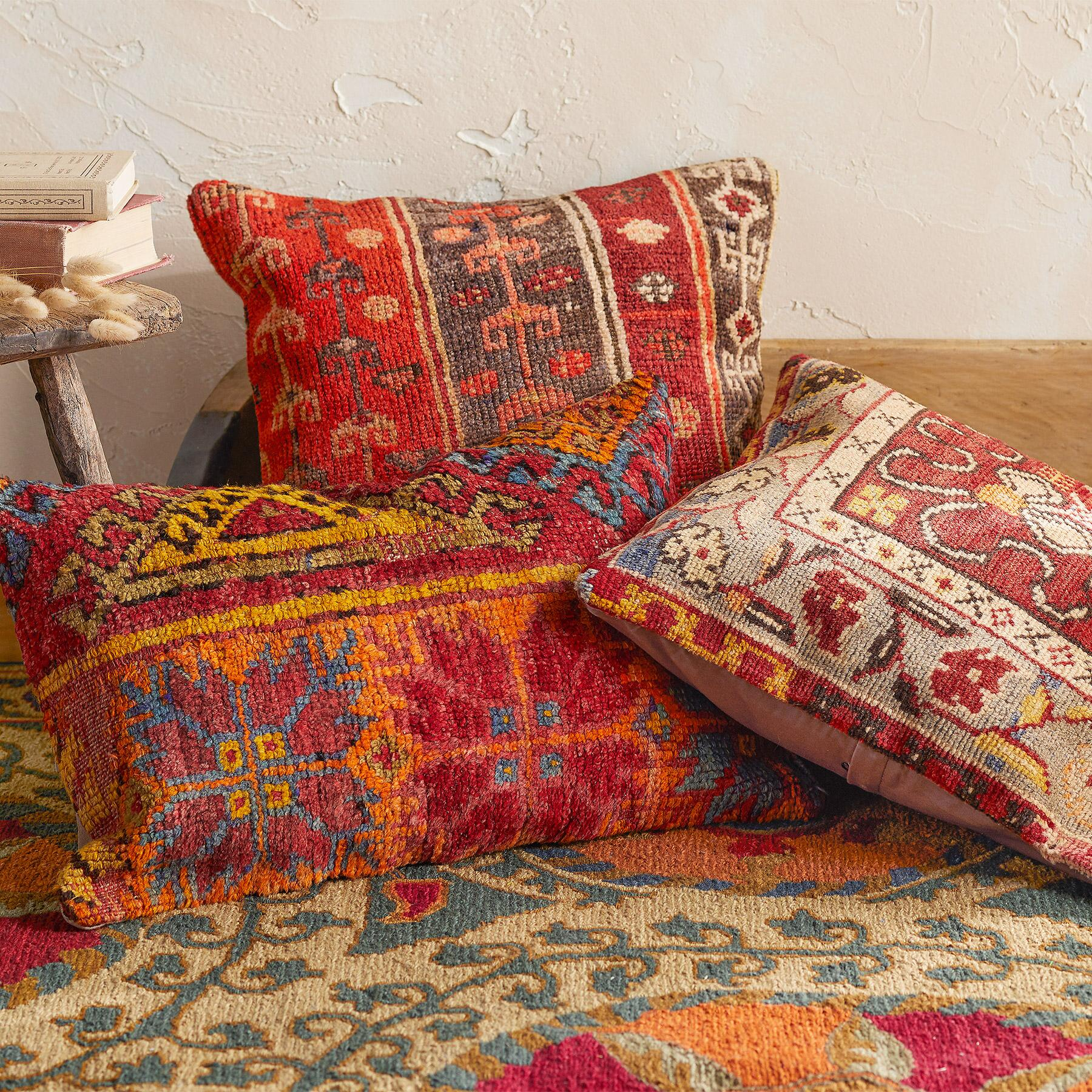 VINTAGE ALANYA HAND-KNOTTED PILLOW: View 1