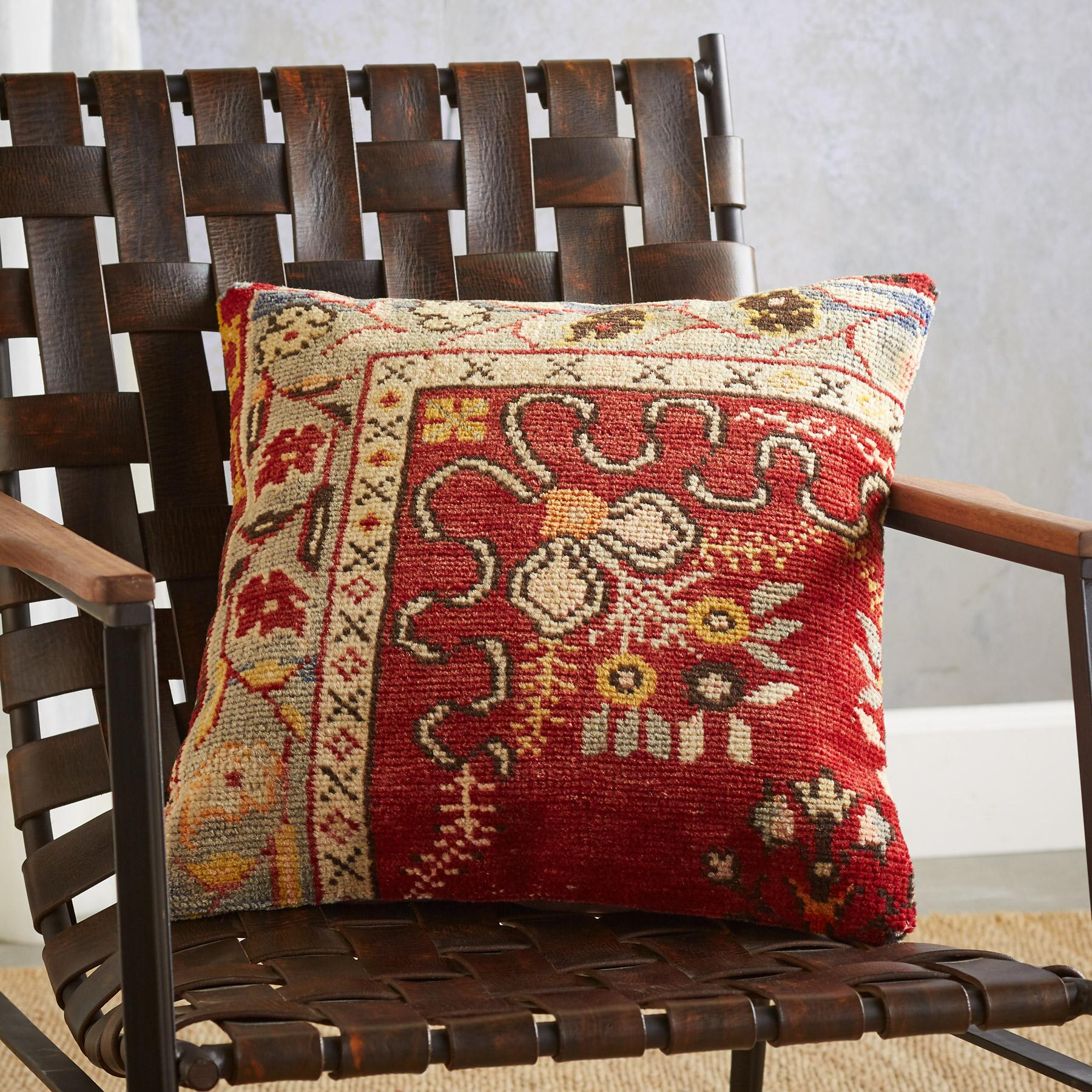 VINTAGE ALANYA HAND-KNOTTED PILLOW: View 2