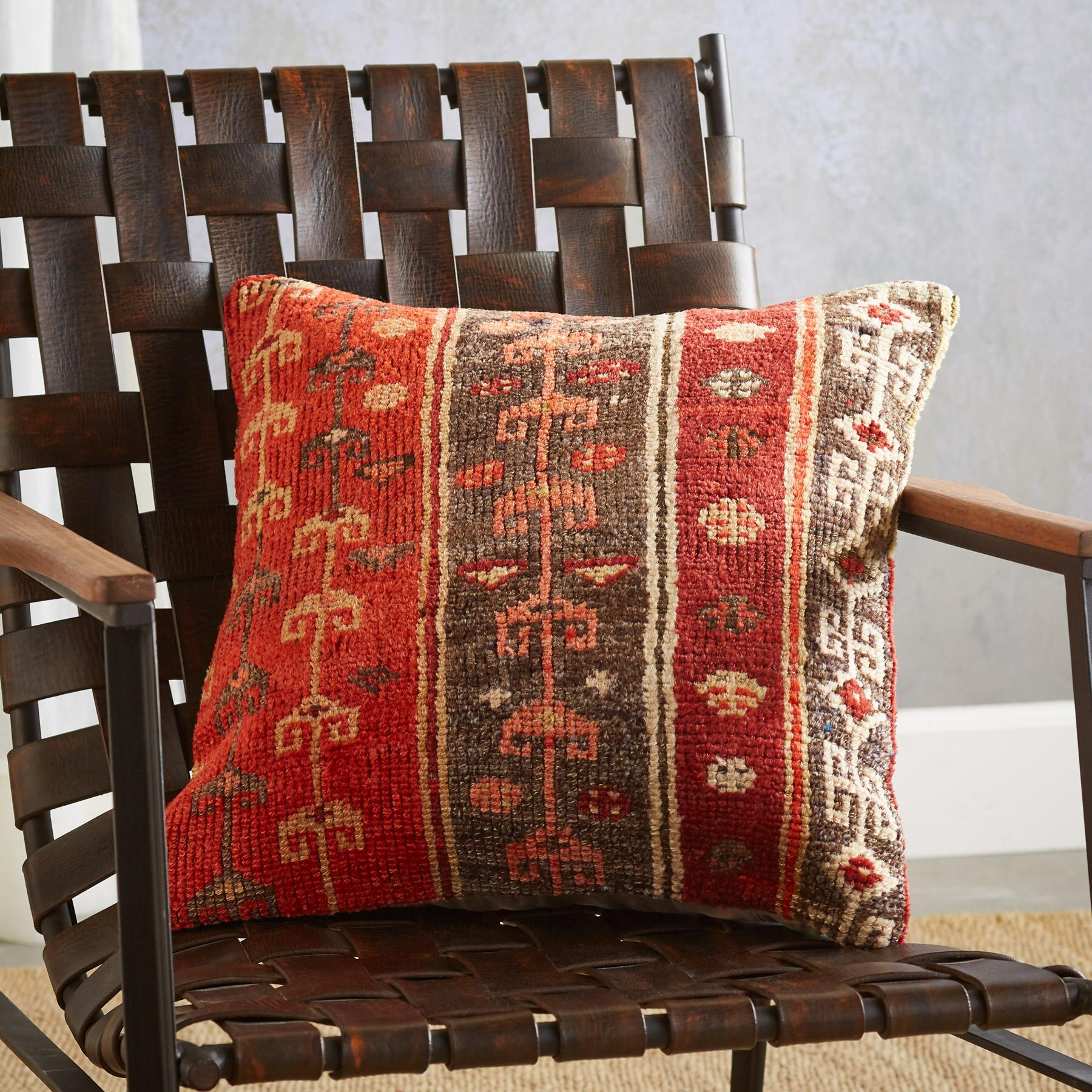 VINTAGE ALANYA HAND-KNOTTED PILLOW: View 3