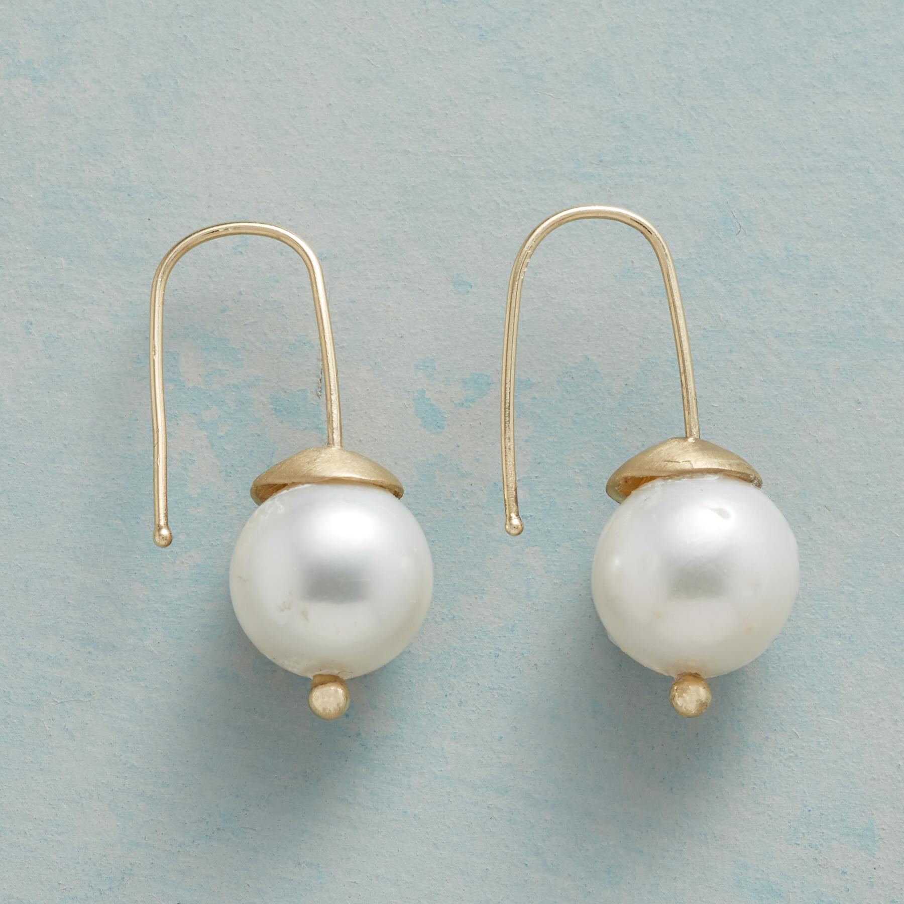 WOODLAND PEARL EARRINGS: View 1