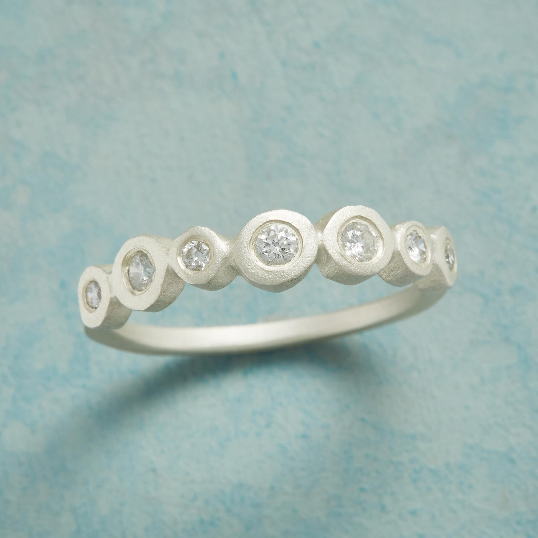 SEVEN SPARKLERS DIAMOND RING: View 1