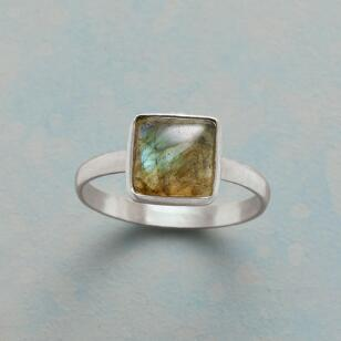 MORNING VIEW LABRADORITE RING
