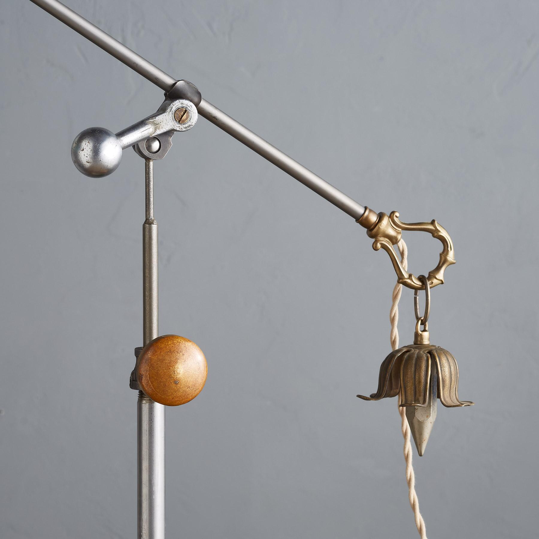 FARO CREEK FLOOR LAMP: View 3