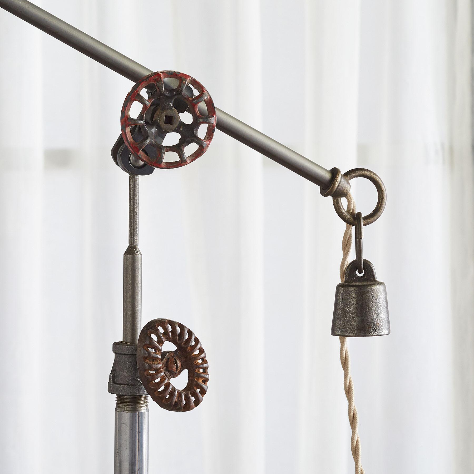 COUGAR CREEK TABLE LAMP: View 3