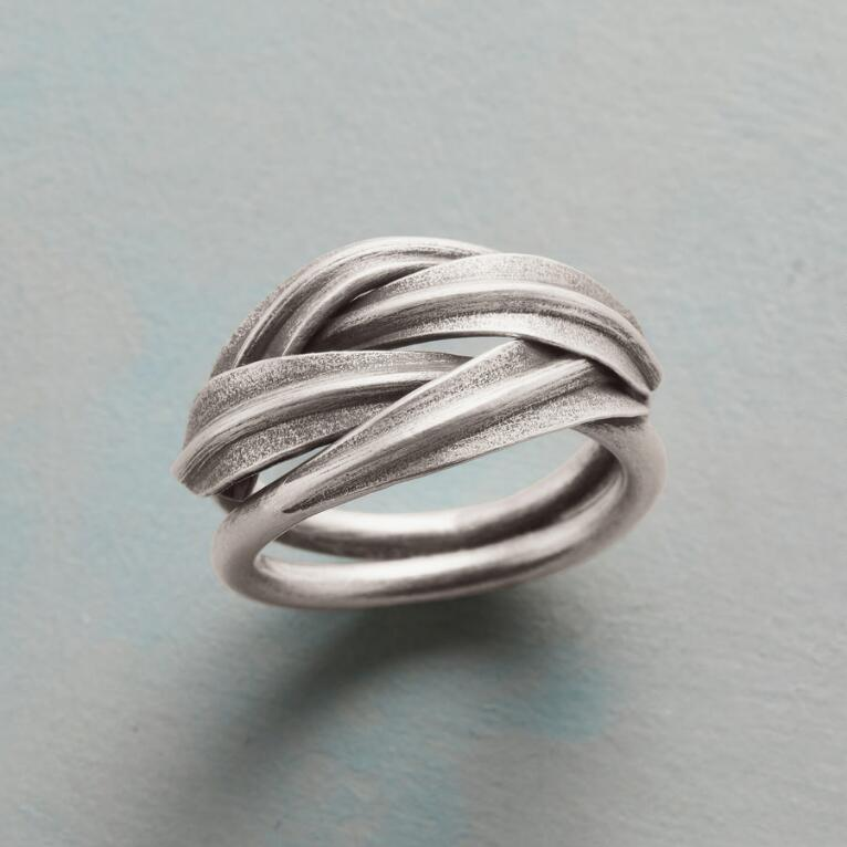 BRAIDED LEAVES RING