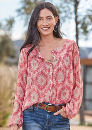 MEDALLION BREEZE BLOUSE