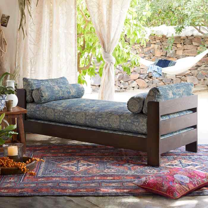 AUDRA DAY BED