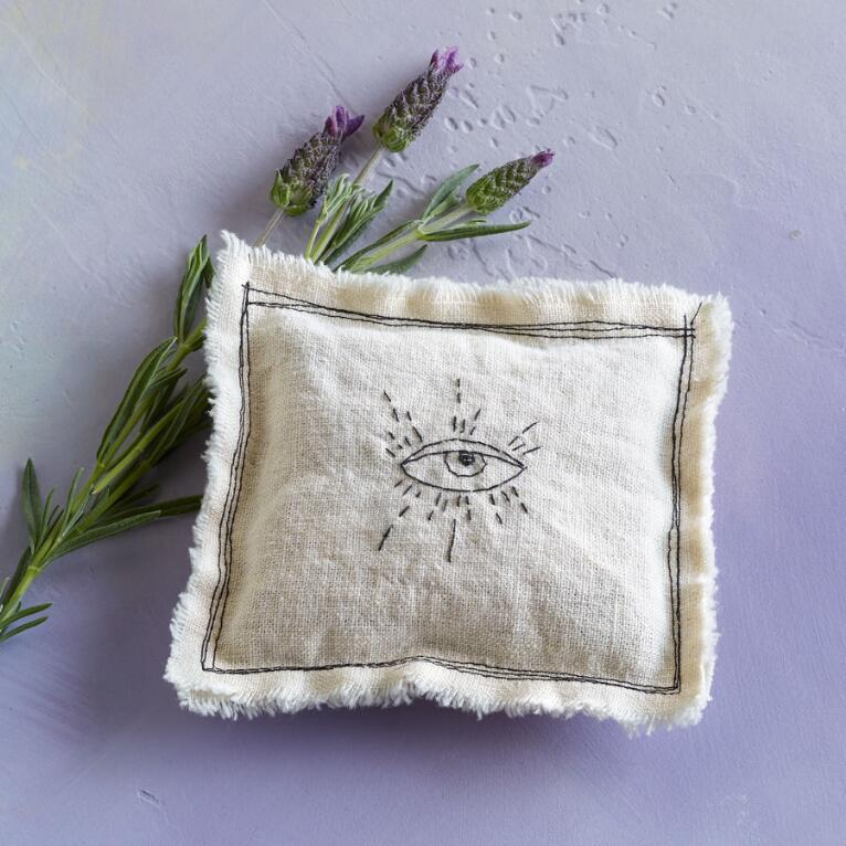 EASY EYE LAVENDER PILLOW