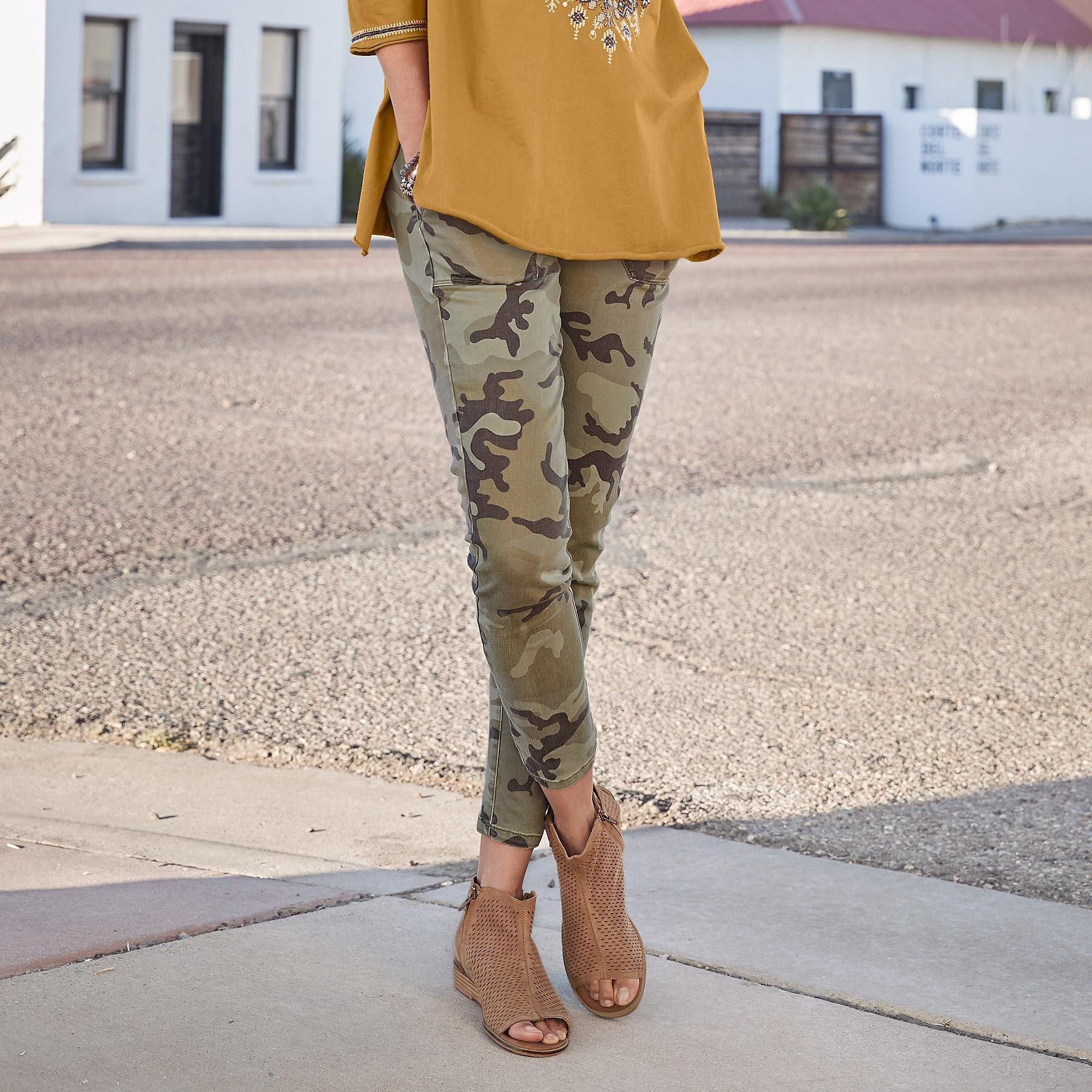 COOL IN CAMO SKINNY PANTS: View 1