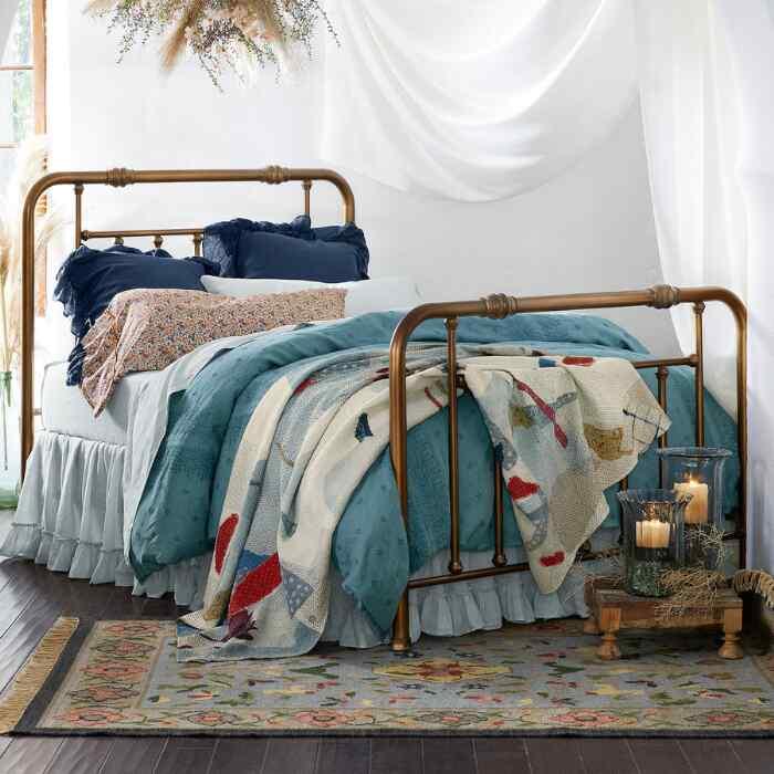 ANNIBELLE BED