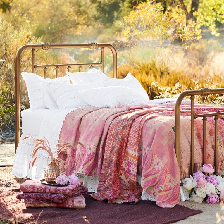ANNIBELLE BED