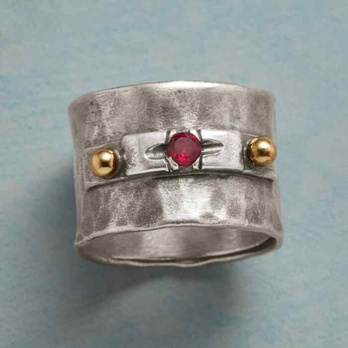 ROUND TABLE RING