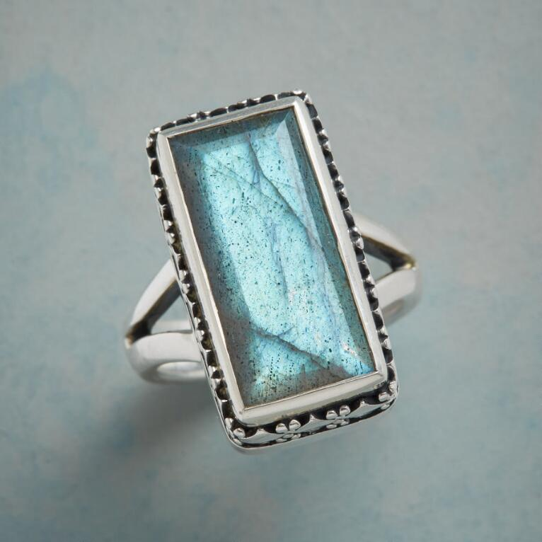 BOXED BEAUTY RING